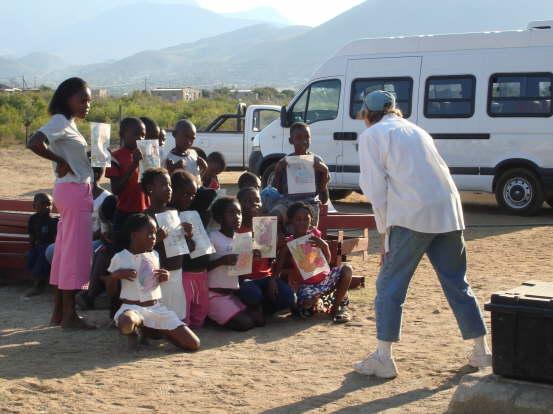 db_Karen_teaching_some_of_the_children_401