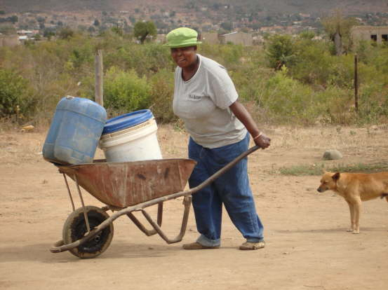 db_Local_ladies_go_and_get_water_for_the_week_211