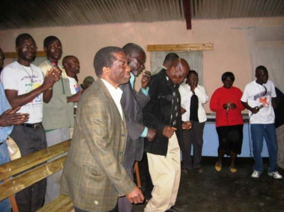 db_Locals_dance_at_the_Ceremony_service_1471